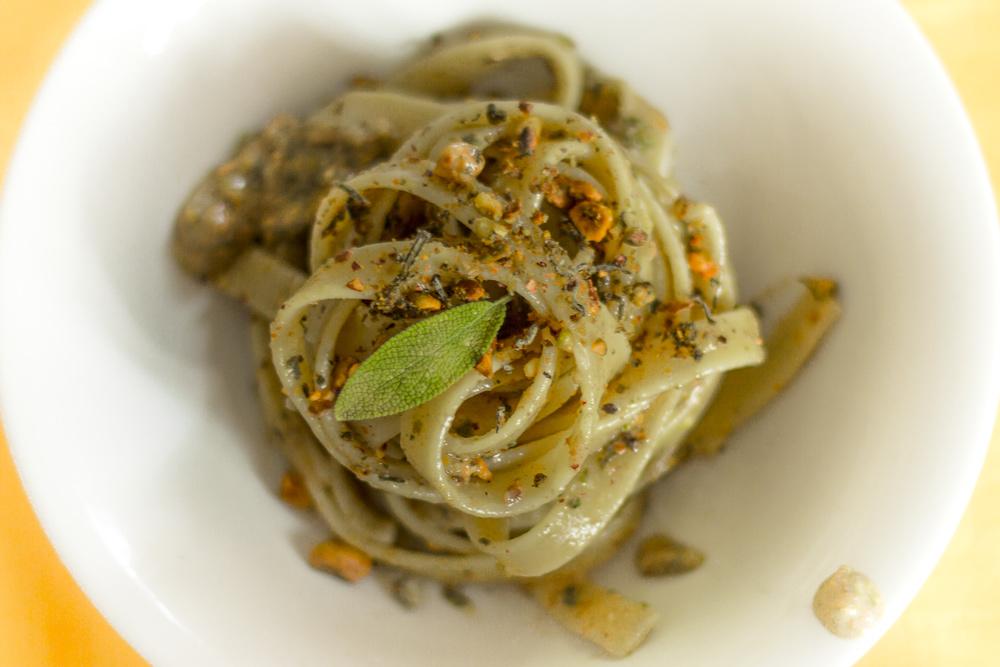 Tagliatelle al pesto di pistacchio